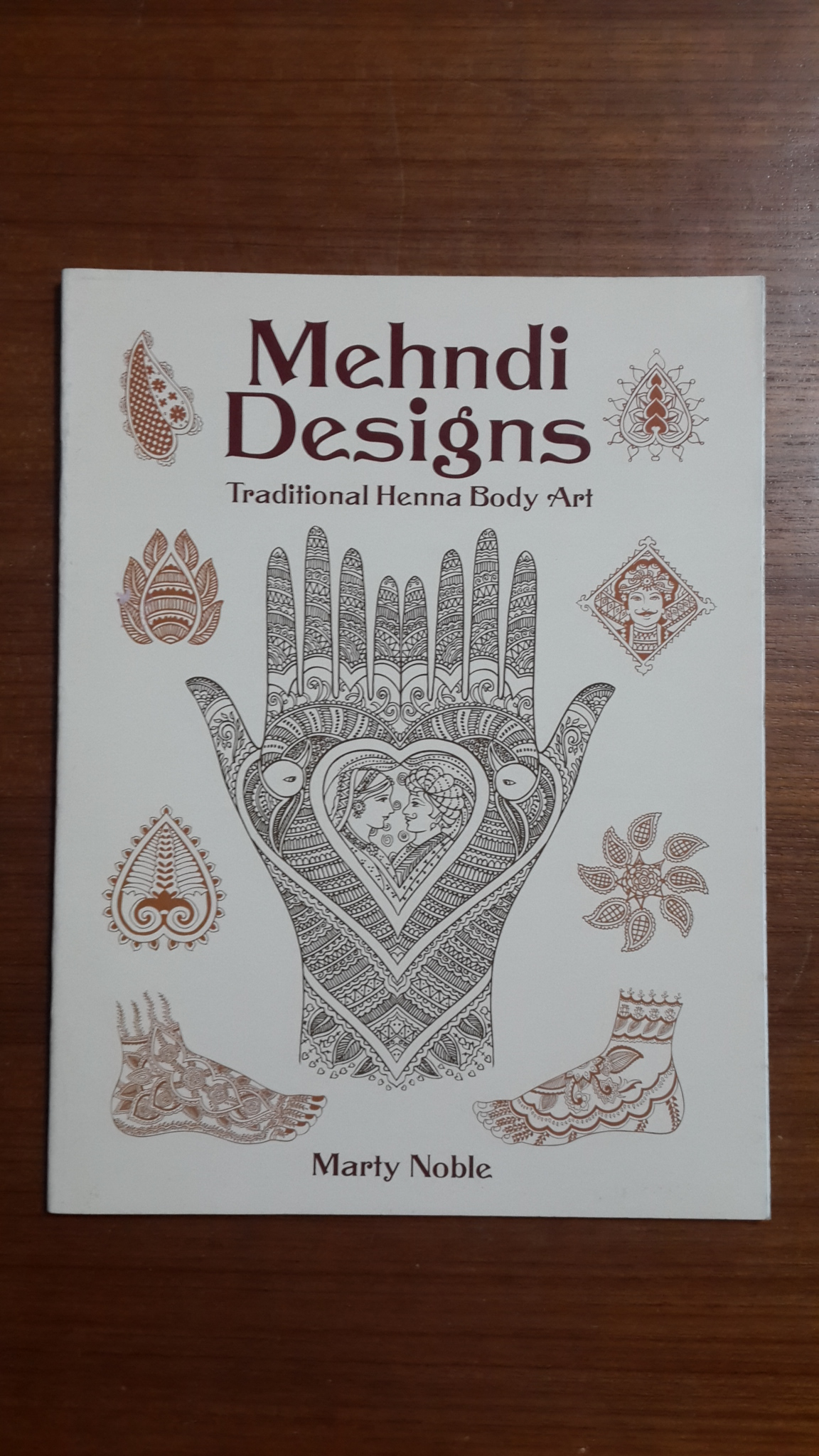 Mehndi Designs : Traditional Henna Body Art / Marty Nodle