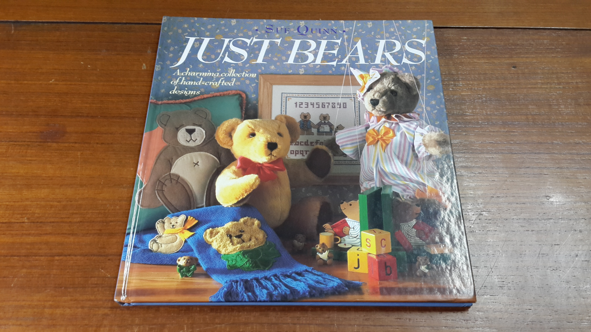 JUST BEARS / SUE QUINN