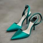 รองเท้าแฟชั่นผู้หญิง ส้นสูงหัวแหลม สีเขียว ไซส์ 36 - 39 (Pre)