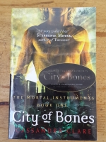 THE MORTAL INSTRUMENTS BOOK ONE : City of Bones / CASSANDRA CLARE